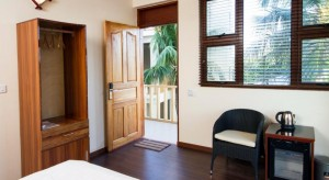 tropic tree bedroom5